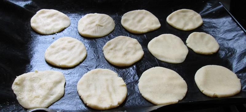 Bakewell pavlova biscuits 1