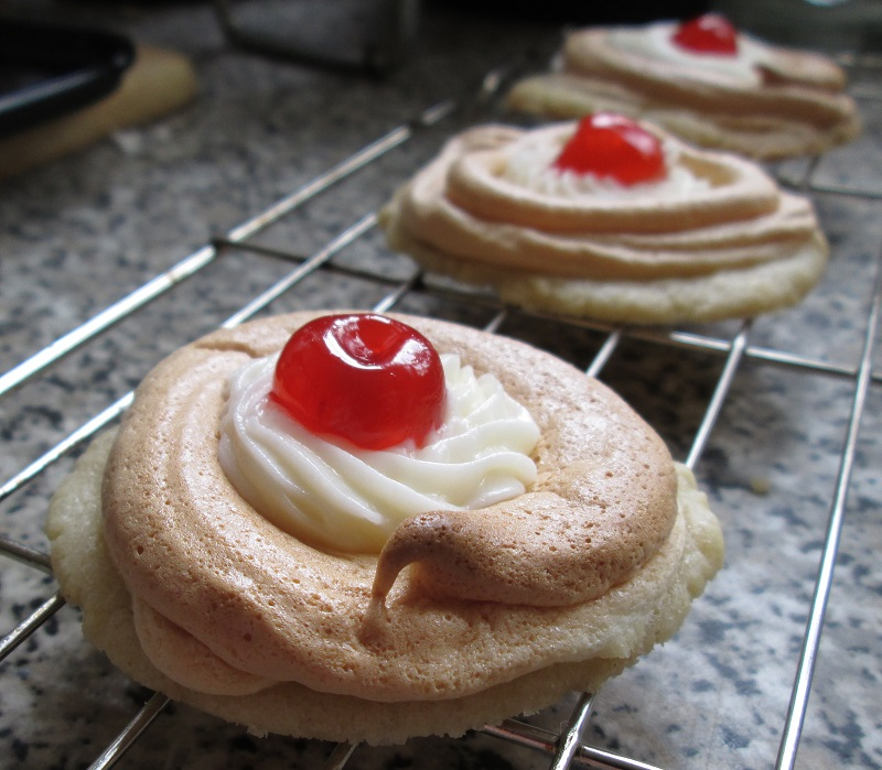 Bakewell pavlova biscuit 3